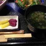 膳 - 香の物と、ワカメの味噌