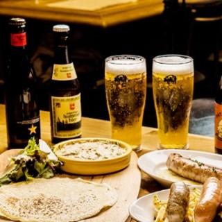 国内外のクラフトビールや、ワインを豊富にご用意しております。