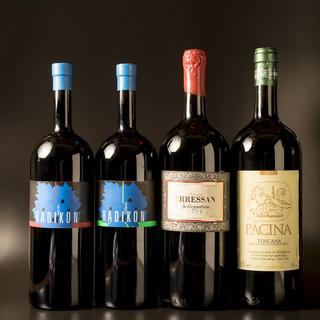 お料理に寄り添う自然派ワインや日本酒も多数ご用意しております