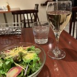 caffe trattoria D'oro - ランチサラダと白ワイン