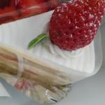 ひなたスイーツ - イチゴのケーキ