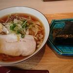 102767980 - 自家製麺の尾道ラーメン ¥720(税別)+おむすび ¥150(税別)