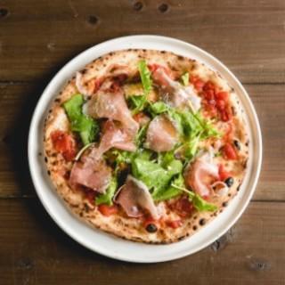 本格石釜で焼き上げるピッツァが16種類!お手頃に楽しめます☆