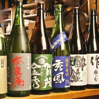 """全国各地から仕入れた厳選日本酒を""""一滴""""も残さず堪能する。"""