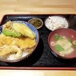 天ぷら大衆酒場 ふみ屋 - とり天丼 1058円