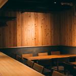 日本酒バル どろん - お洒落で落ち着いた雰囲気の内装