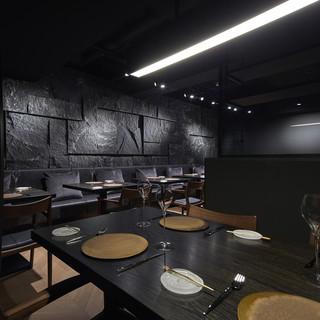 洗練された高級感溢れる空間。大切な方と極上のディナーをどうぞ