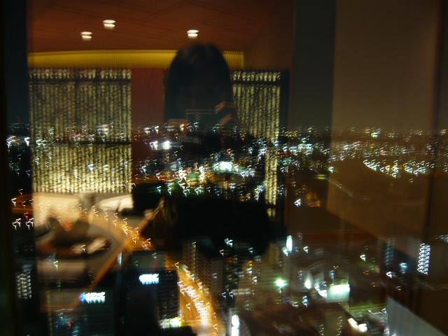 日本料理 羽衣 - 店内から見た夜景(映り込みでよくわかんないですね)