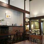 オーブン・ミトン カフェ - 天井が高くて別荘みたい