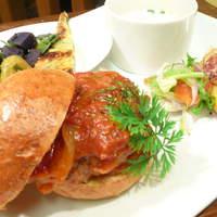 ハル オーガニックキッチン - 自家製パンのハンバーガープレート☆