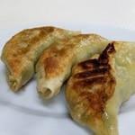 辰巳軒 - 餃子は両面焼き