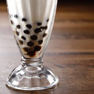 中国酒やタピオカミルクティーなど、多彩なラインナップでお届け
