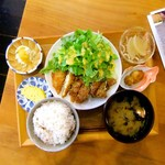 ニシクボ食堂 - 鶏肉の甘辛パリパリ揚げ定食。