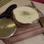 BEONE - とろ~りチーズが溢れ出すシカゴピザ