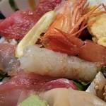 102805724 - 海鮮丼、アップ。
