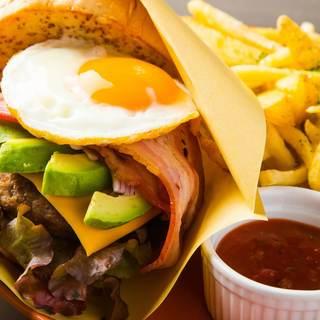 ボリューム満点のハンバーガーを豪快に♪ニューヨークバーガー