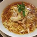 三千世界 - 料理写真:葱とチャーシューの汁ソバ500円...チト脂っこいけど∑d(d´∀`*)グッ!