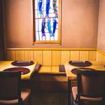 あん梅 - テーブル        2席×1卓、     4席×1卓
