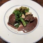 ビストロ イル・ド・レ - イチボのステーキと仔牛のタン 赤ワインソース