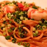 テンアンドハーフカフェ - エビのトマトグリーンスパゲッティ