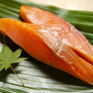あん梅の逸品「いぶし紅鮭」