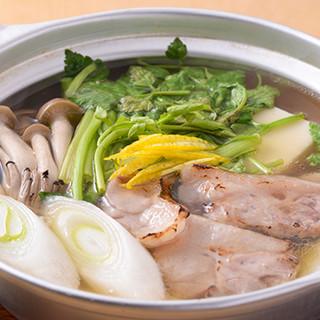 鴨小鍋は極上の一品。旨味が野菜に染み渡り箸が止まりません。