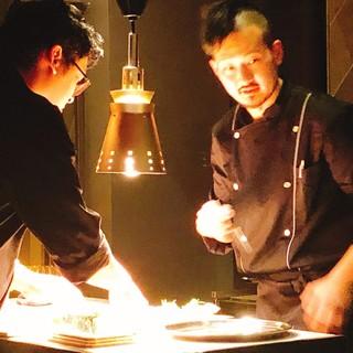 スーシェフ松本(右)