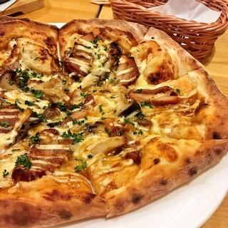 当店看板メニューのピザは絶品!