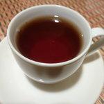 テープタイ - ランチ時セルフサービスの紅茶