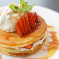 代官山パンケーキカフェClover's - 当店一番人気!ストロベリーデコレ!945円