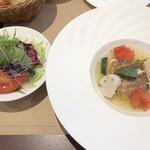 102859026 - ランチのサラダと真鯛のポワレ
