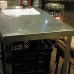 海鮮立飲み 魚範 - テーブル席はこんな感じだよ