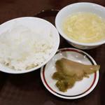 102866105 - ご飯とスープとザーサイ