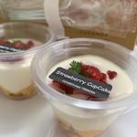102875064 - ストロベリーカップケーキ