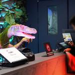米と葡萄 by SHINGEN - フロントには受付業務をする恐竜ロボット。