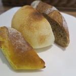 モンステラ - パスタと一緒のパン