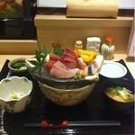 10288457 - 天然カンパチ刺身丼!