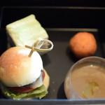 BVLGARI Il bar - ミニハンバーガー、サンドイッチ、スープ、コロッケ