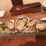 102883862 - 生牡蠣の食べくらべ