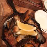ユイットル - 牡蠣とルーム貝の焼飯