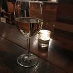 102888267 - グラスワイン(700円)
