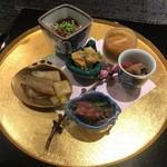 日本料理 会席小久保 - 八寸 篠島のトラフグ、北海道の雲丹、あおやぎ、松前漬け、ワカサギの南蛮漬け、ホタルイカ