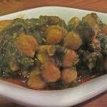 シャティバ - ひよこ豆とほうれん草の煮込み