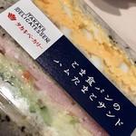 102895926 - ごま食パンのタマゴとハムサンド