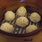 台南担仔麺 - 小籠包