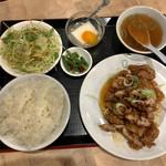 鴻元食坊 - 夕食セットの油淋鶏 864円