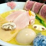 メンドコロ キナリ - 料理写真:鶏白湯 850円 かも胸肉 250円 味玉 100円
