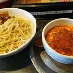 勢拉 - つけ麺(中盛り・極太黒メンマトッピング・ネギ増し・辛味増し・一味唐辛子いっぱい)