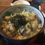 102911012 - 2019年3月。牡蠣三昧定食のかきごはん。大粒のかきが5個。