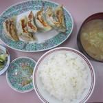 102917611 - しそ餃子定食・豚汁付き